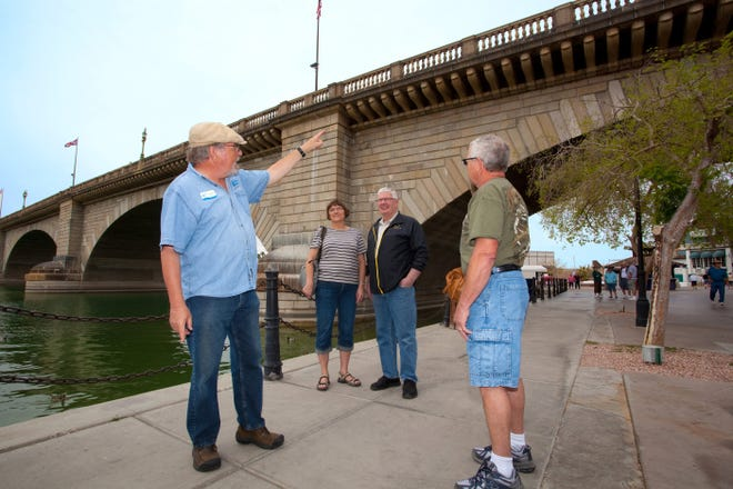 Walking tours of London Bridge history are offered from November through April by the Lake Havasu City Visitor Center.