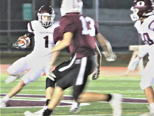 Ossining's John Turnquist carries on a sweep against Scarsdale during Friday's game at Scarsdale High School.