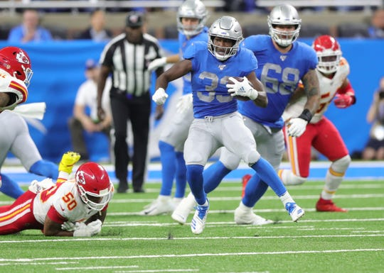 Kerryon Johnson runs the ball against the Kansas City Chiefs during the second half Sunday.