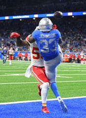 Chiefs' Anthony Hitchens blocks a touchdown reception while facing Lions' Kerryon Johnson in the third quarter.   More than a few fans at Ford Field remember a similar play in Dallas where no penalty was called either.