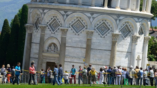 Queue for the Tower of Pisa