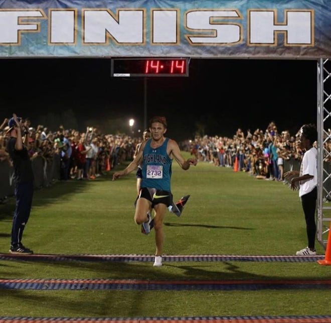 Highland cross country runner Leo Daschbach