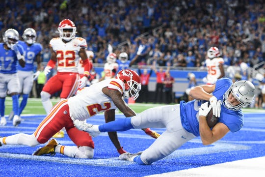Detroit Lions tight end T.J. Hockenson (88) scores a touchdown as Kansas City Chiefs defensive back Bashaud Breeland (21) attempts to break up the play.