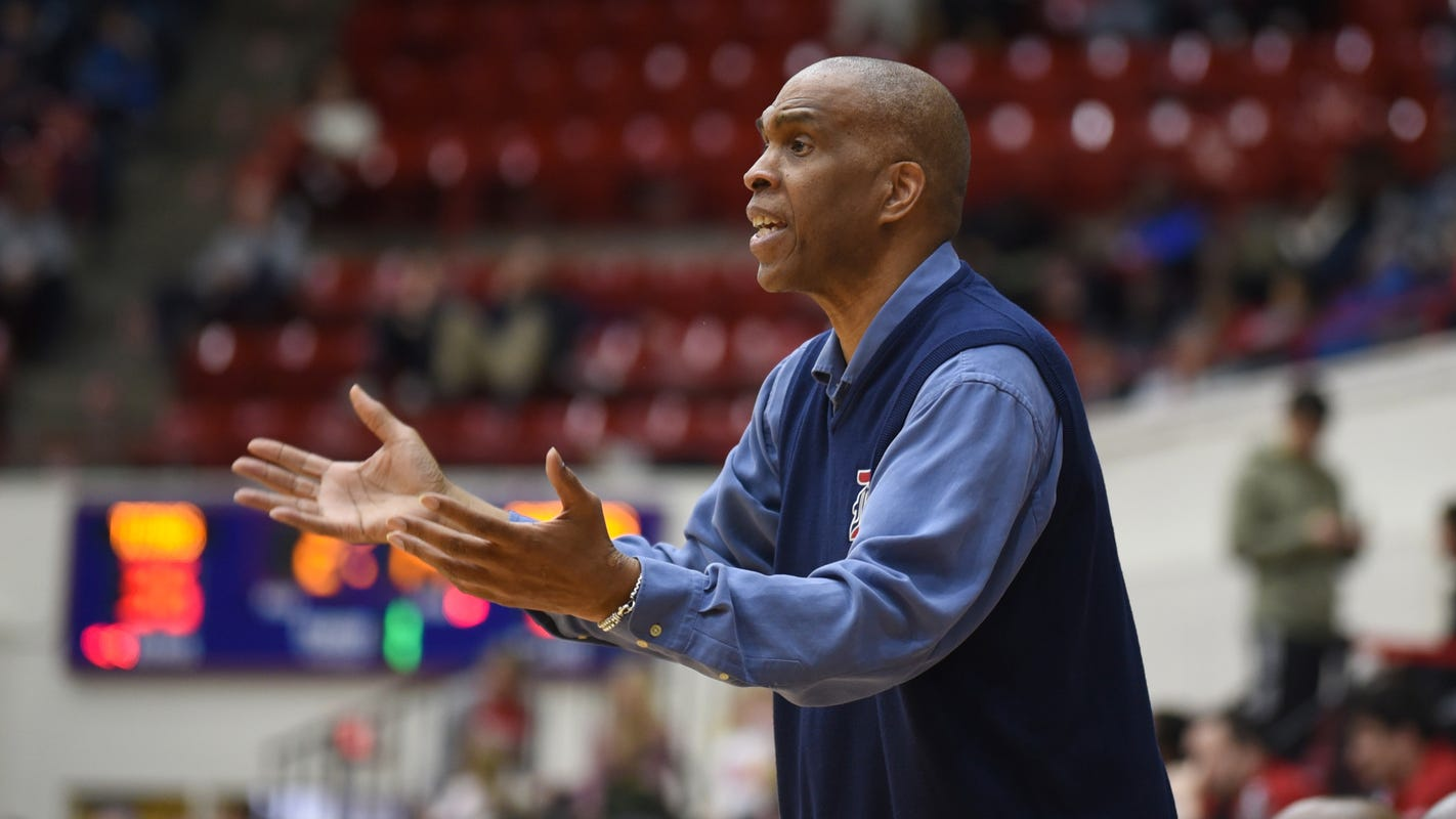 Coach Mike Davis once again welcomes wave of newcomers to Detroit Mercy basketball