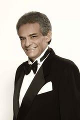 """Actor natural, el cine lo reclutó para protagonizar cintas como """"Buscando una Sonrisa"""" (1971), """"Un Sueño de Amor"""" (1972), al lado de Verónica  Castro; y """"La Carrera del Millón""""."""