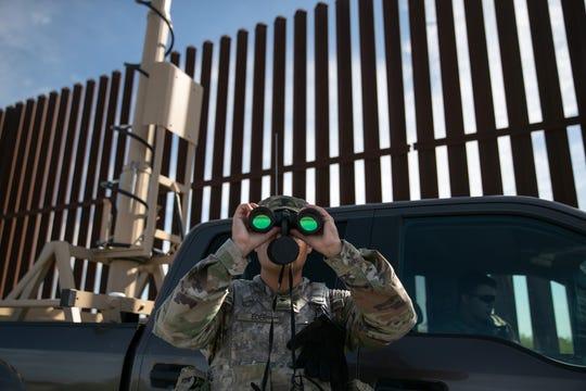 Un elemento de la Border Patrol vigila laFgrontera.