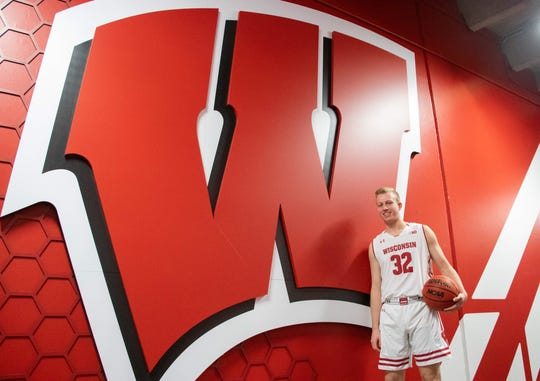 Matthew Mors announced his commitment to the University of Wisconsin on Sunday.