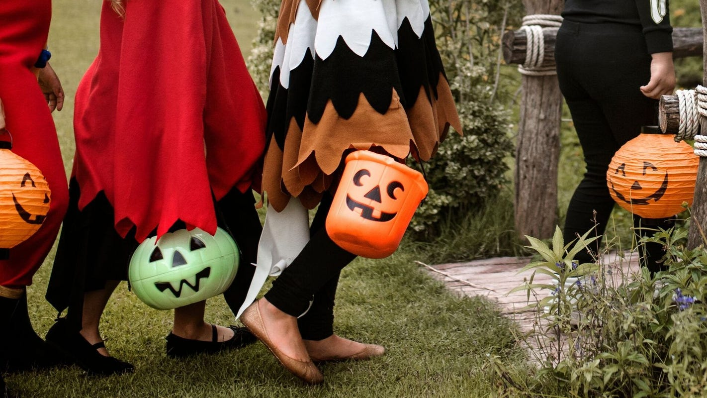 Halloween: CDC recommends avoiding trick-or-treating thumbnail