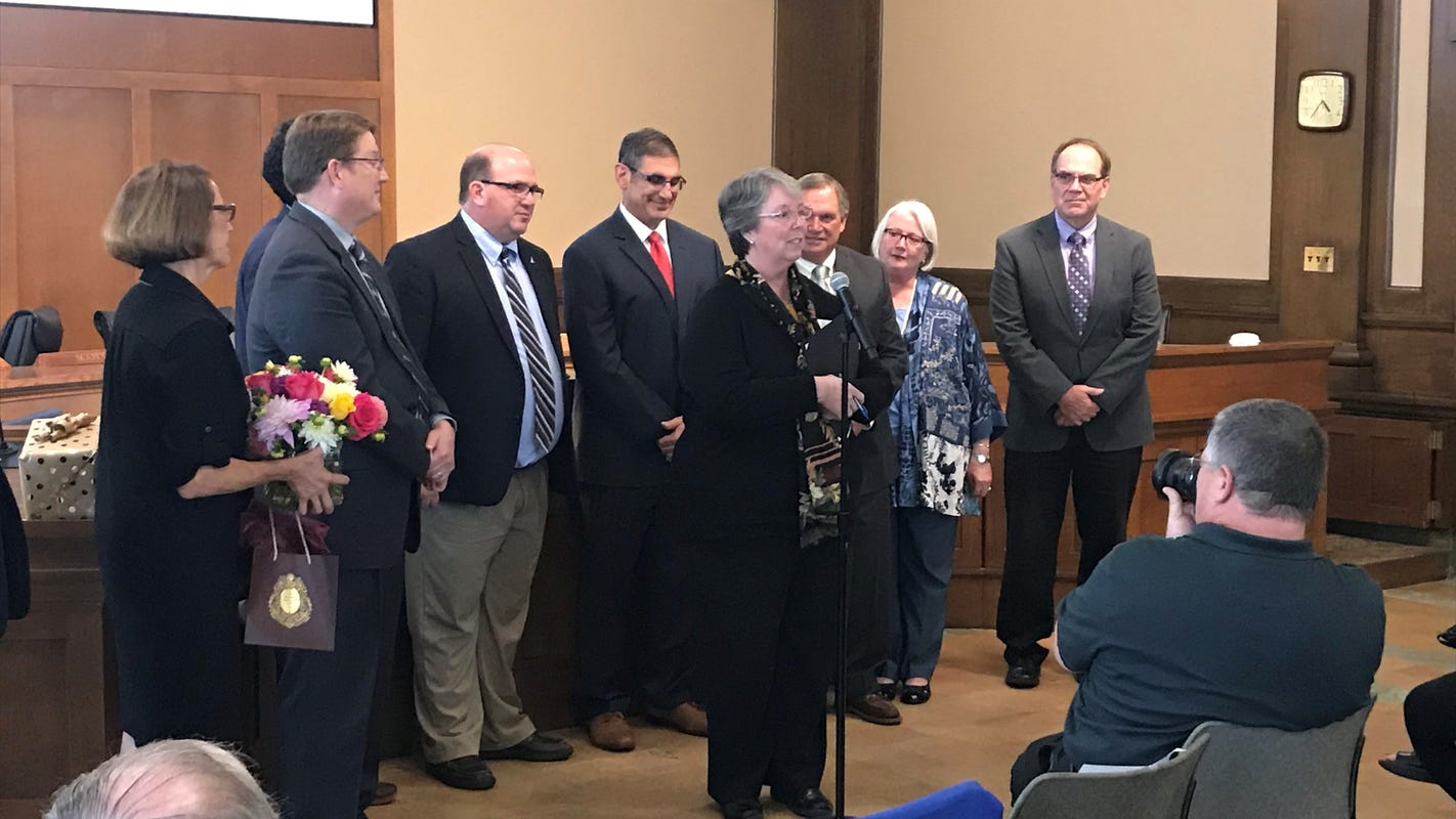 Former Des Moines clerk Diane Rauh begins her retirement after 35 years with the city