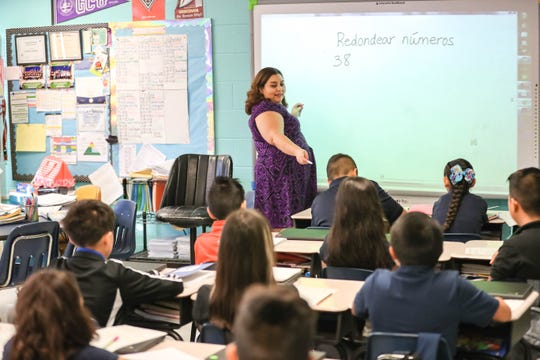Claudia Sanchez uses Spanish while she teaches children how to round number in her dual language fourth-grade class at Mesquite Elementary School in Mesquite on Wednesday, Sept. 11, 2019.