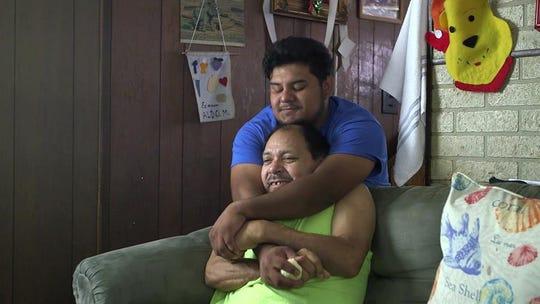 """Fotograma cedido por Presente Films donde aparece Aldo junto a su padre en un momento del documental """"The Unafraid""""."""