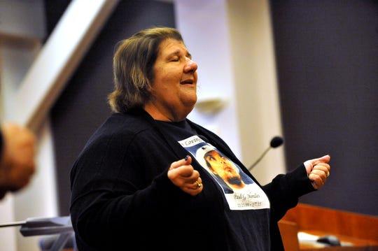Debbie Sorto recuerda a su nieto, Paul G. Morales Jr. durante el Día de Conmemoración de las víctimas de la violencia organizado por la sede local de Parents of Murdered Children en Salinas. 27 de septiembre de 2019.