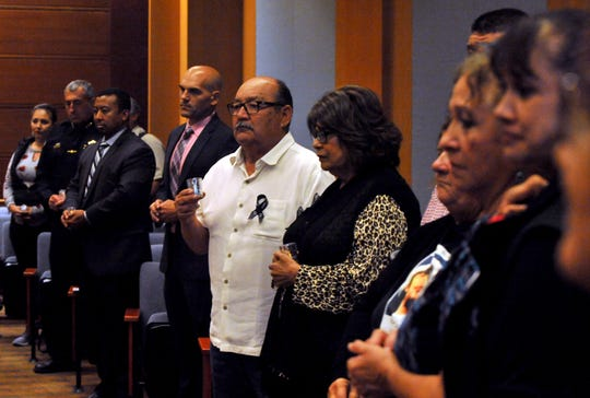 La policía, políticos y sobrevivientes comparten su duelo durante el Día de Conmemoración de las víctimas de la violencia organizado por la sede local de Parents of Murdered Children en Salinas. 27 de septiembre de 2019.