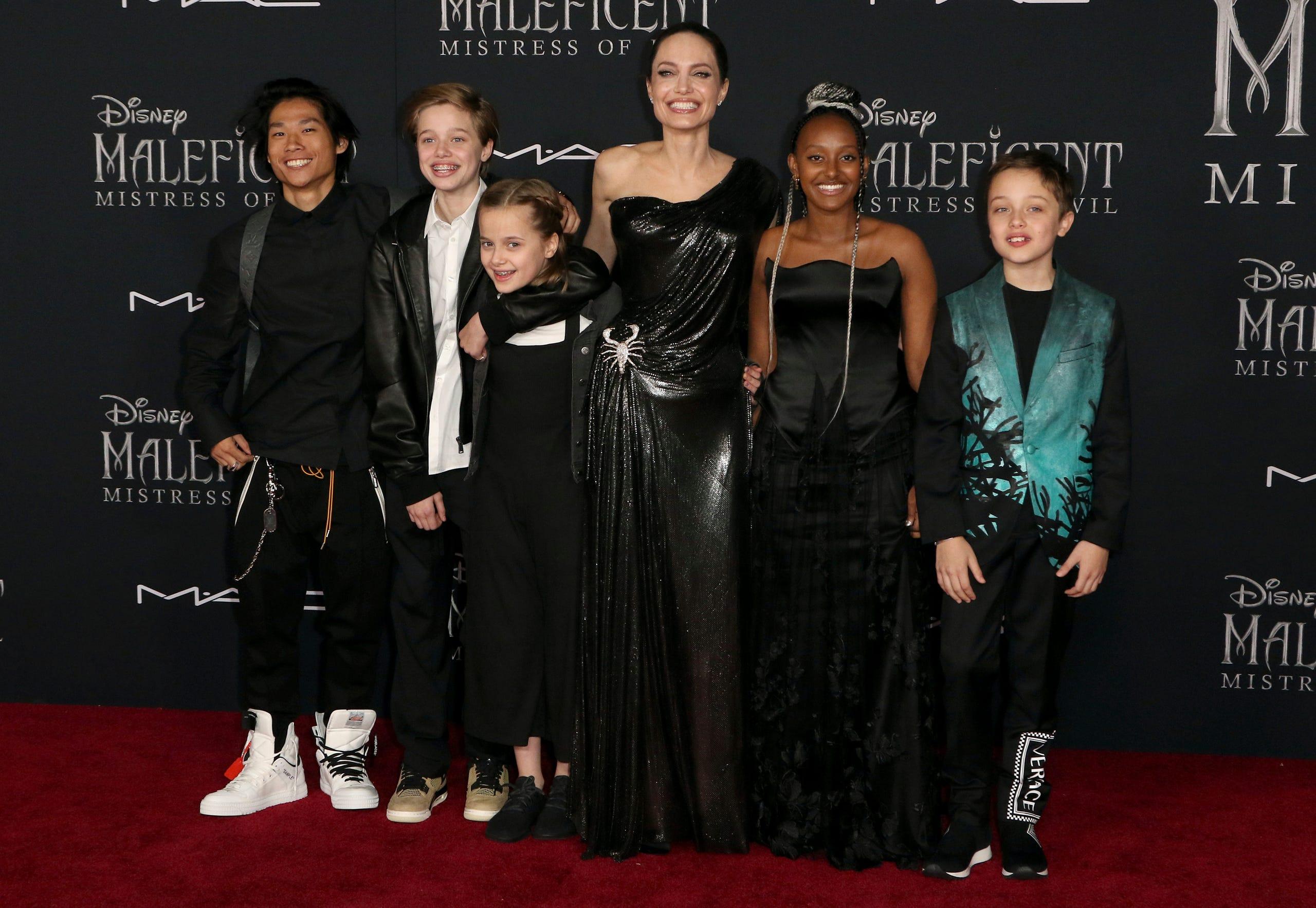 Maleficent Mistress Of Evil Angelina Jolie Elle Fanning