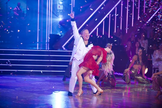 Sean Spicer has disco fever with Lindsay Arnold.