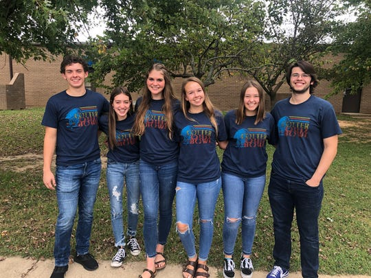 The Cotter High School Quiz Bowl team earned thedistinction of Best Small School at the recent Mountain View Quiz Bowl Invitational.Cotter went 4-2 in mixed tournament play. Members of the team are: (from left) Tucker Coots, Carlie Williams, Kate Cheek, Tylar Coots, Anna Haynesand Dylan Dwyer.The team is coached by Lisa Coots.