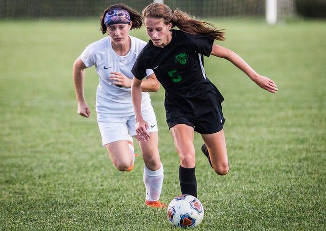 Yorktown's Elizabeth Reece slips past Delta's defense during their game at the Yorktown Sports Park Tuesday, Oct. 1, 2019.