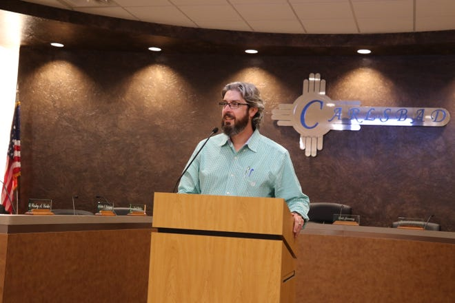 Jeff Patterson, City of Carlsbad planning director, addresses a meeting on the Carlsbad Comprehensive Plan Oct. 1.