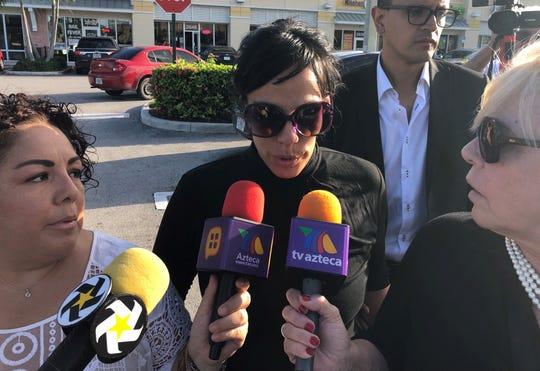 La hija del cantante mexicano José José, Marysol Sosa (c), fue registrada al hablar con periodistas el pasado domingo, en una comisaría en el condado de Miami-Dade (Florida, EE.UU).