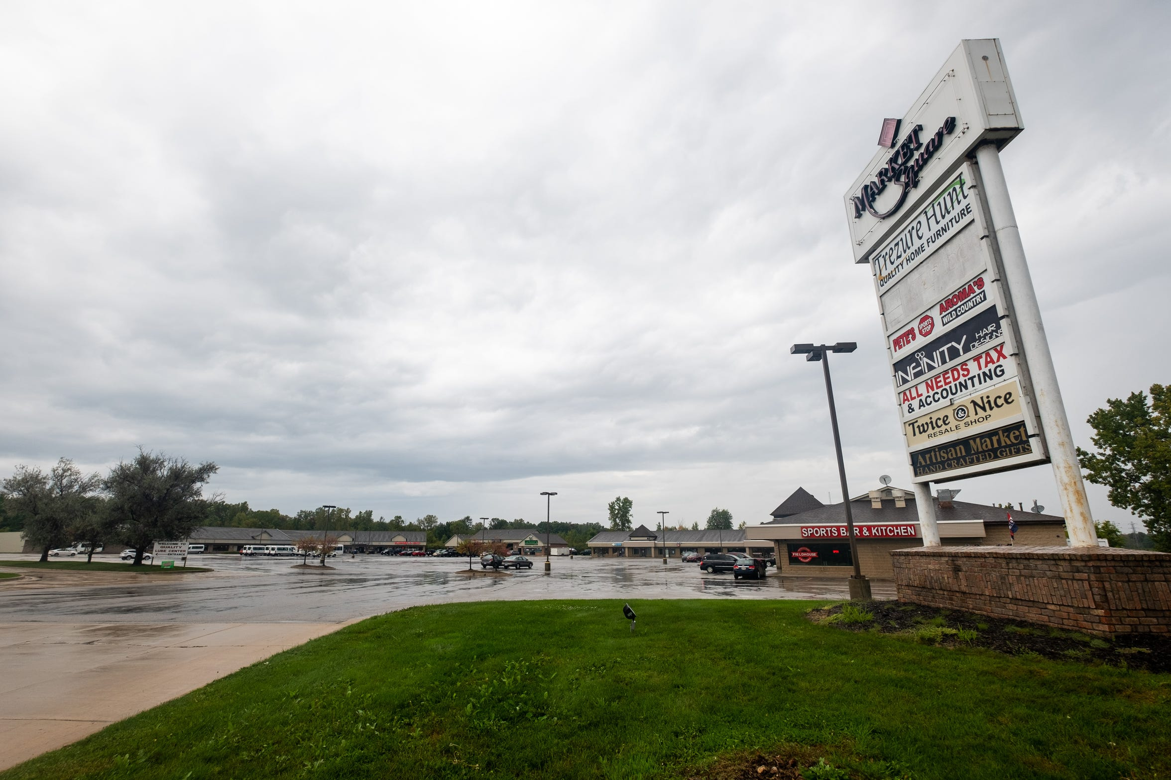 The Market Square strip mall in Marysville is about 75 percent full, and its landlords are looking to fill the remaining space.