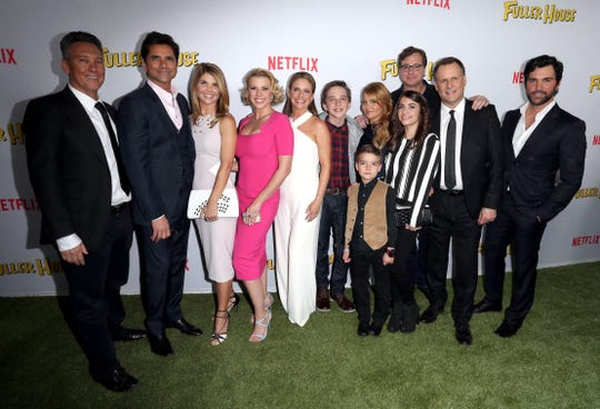 "Lori Loughlin poses with her ""Fuller House"" castmates at the show's premiere on February 16, 2016 in Los Angeles."