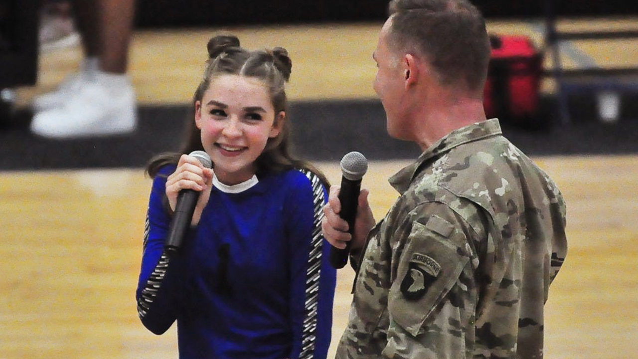 Soldier's national anthem stuns auditorium