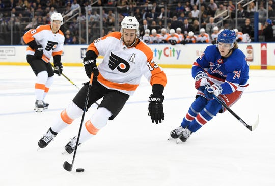 Kevin Hayes, whom the Flyers signed to a seven-year, $50 million contract, knows the new head coach better than anyone else on the team.