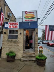 The outside of the new Steve's Burgers