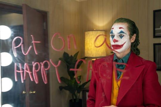 """Fotograma cedido por Warner Bros. donde aparece el actor Joaquin Phoenix como Arthur Fleck, durante una escena de la esperada película """"Joker""""."""