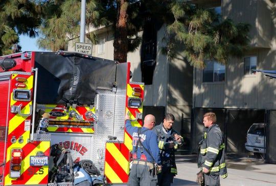 Bomberos responden a un incendio estructural en el área de Acosta Plaza, 3 de octubre de 2019.