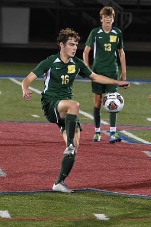 Max Reis (16) scored with 59 seconds remaining to give Howell a 1-0 victory over Northville.