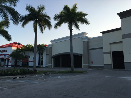 Expansion is happening at Marketplace Commons,catty-corner fromGateway Shoppes at Old 41 Road and Tamiami Trail.  Combined, the two Benderson Development plazas have 400,000-square feet.