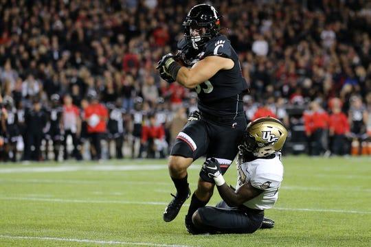 Cincinnati Bearcats tight end Josiah Deguara eyes the end zone after a catch against UCF last season.