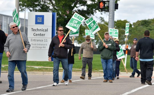 UAW GM and Aramark Local 160 active members and one retiree picket in front of Gate 11 at the GM Tech Center in Warren as the strike entered its 20th day on Saturday.