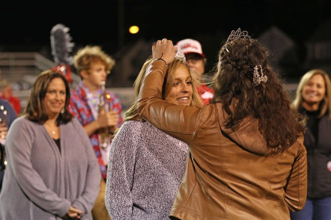 Hannah Paeth was crowned SJCC's  2019 Homecoming Queen by 2018 Queen Carmen Ysasi on Friday.