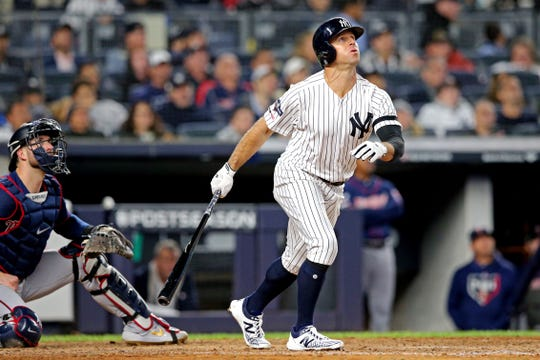 Brett Gardner hits a solo home run in  the sixth inning to give the Yankees a 7-4 lead.