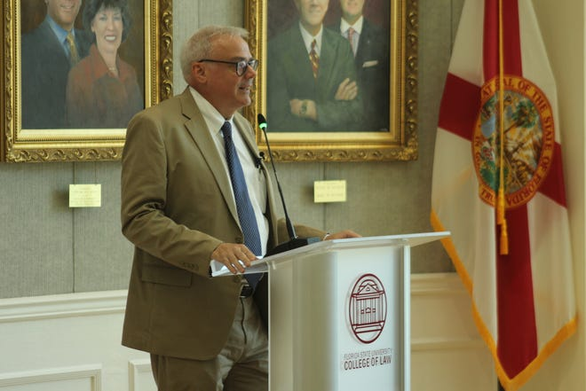 NPR's chief economic correspondent, Scott Horsley speaks to locals and FSU students as the College of Law Rotunda