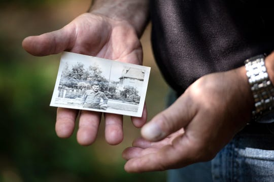 Dave Sheen holds a photograph of his father, Merle, on Tuesday, Sept. 17, 2019, at his home in Janesville, Wis.