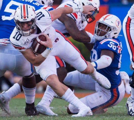 Auburn quarterback Bo Nix (10) runs the ball against Florida on Saturday.