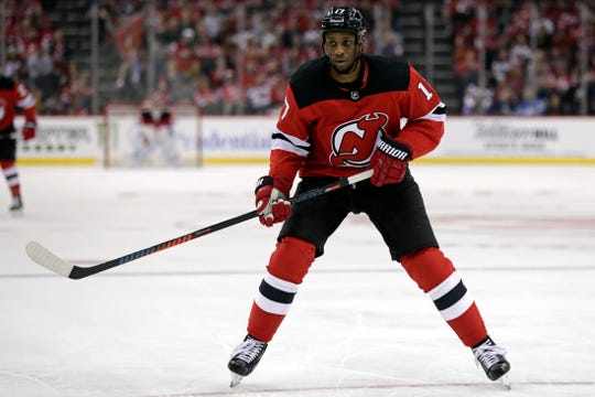 Wayne Simmonds, now a New Jersey Devil, will face his former teammates when the Flyers have their home opener Wednesday.