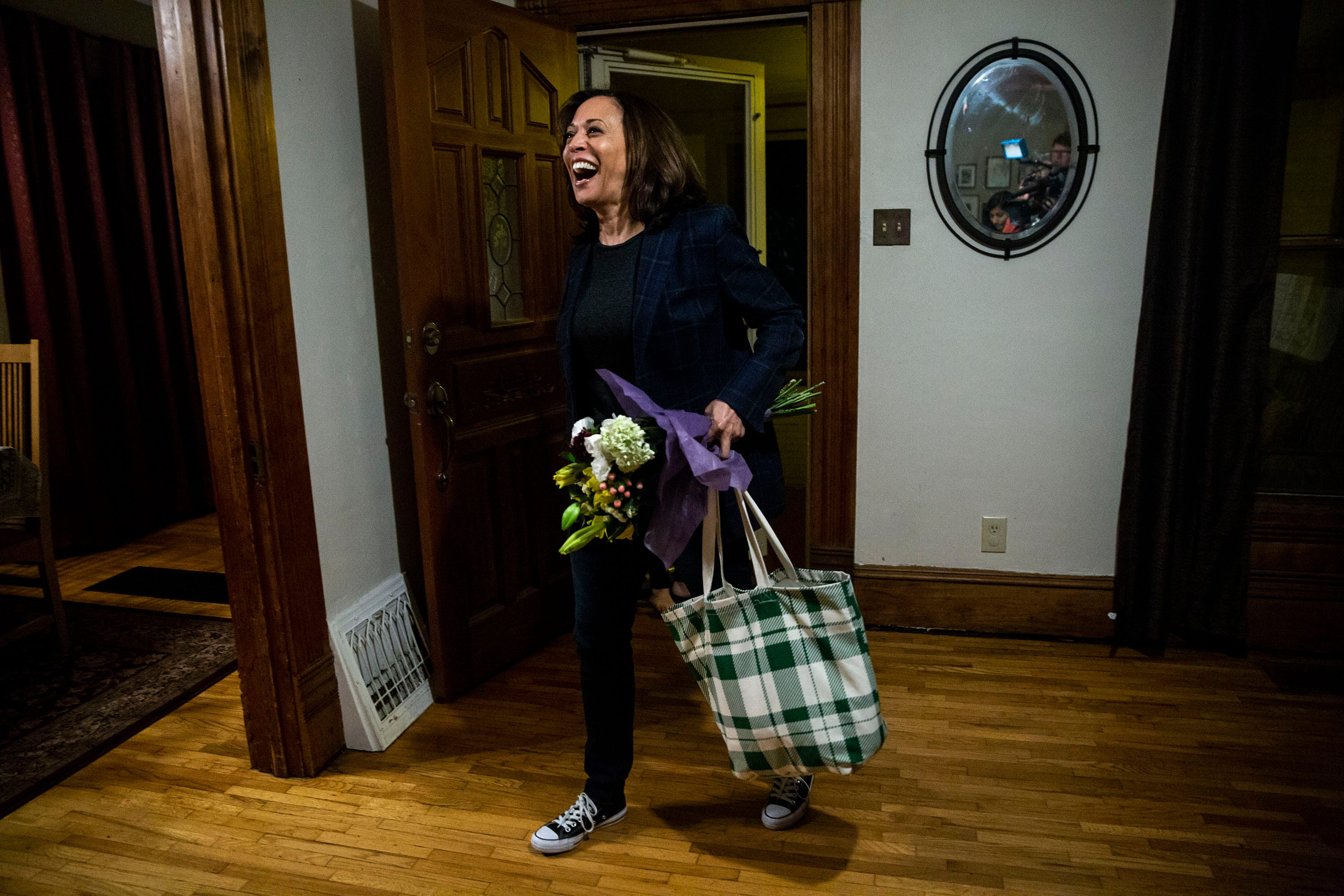 Photos: Kamala Harris joins a family in Ames for Sunday night dinner