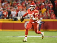 Patrick Mahomes gets away from Colts with crazy scramble on TD pass