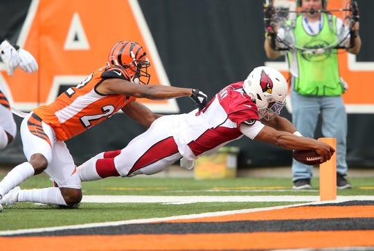 Arizona Cardinals quarterback Kyler Murray (1) dives in for the touchdown past Cincinnati Bengals cornerback William Jackson (22) during the first quarter at Paul Brown Stadium.
