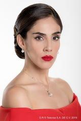 Sandra asegura que dar vida a las gemelas Paulina y Paola ha sido un gran reto, pero está muy satisfecha de lo que ve en pantalla y más de la aceptación del público tanto de Televisa como de Univision.