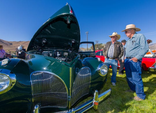 Tom Nelson, left, talks with Dean Radtke about his 1941 Lincoln Custom, the 95th hand made vehicle out of 295 in total. There are only about ten left in the world.