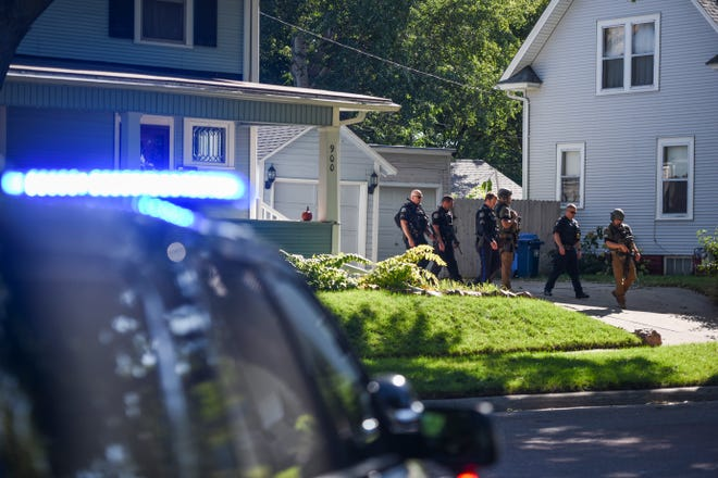 Sioux Falls Police Officers respond to an incident near 17th Street and Duluth Avenue, on Monday, Oct. 7, 2019. Officers searched for a person fitting the description of a suspect that fled the scene of a crash near 11th Street and Duluth Avenue.