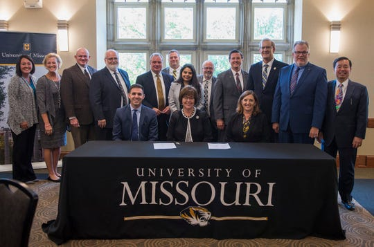 University of Missouri leaders and the state's community colleges signed an agreement that ensures ease of transition to Mizzou.