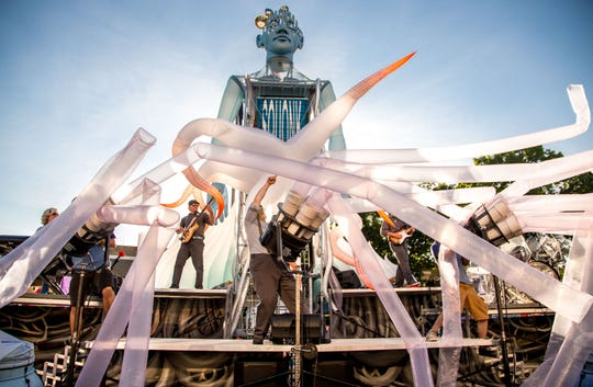 Pneumatica by Squonk is an outdoor event combining live music with inflatables. They will be part of Chalk of the Block.