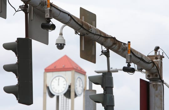 Traffic and security cameras at the intersection of Bank and Main Street Oct. 7, 2019 in White Plains.