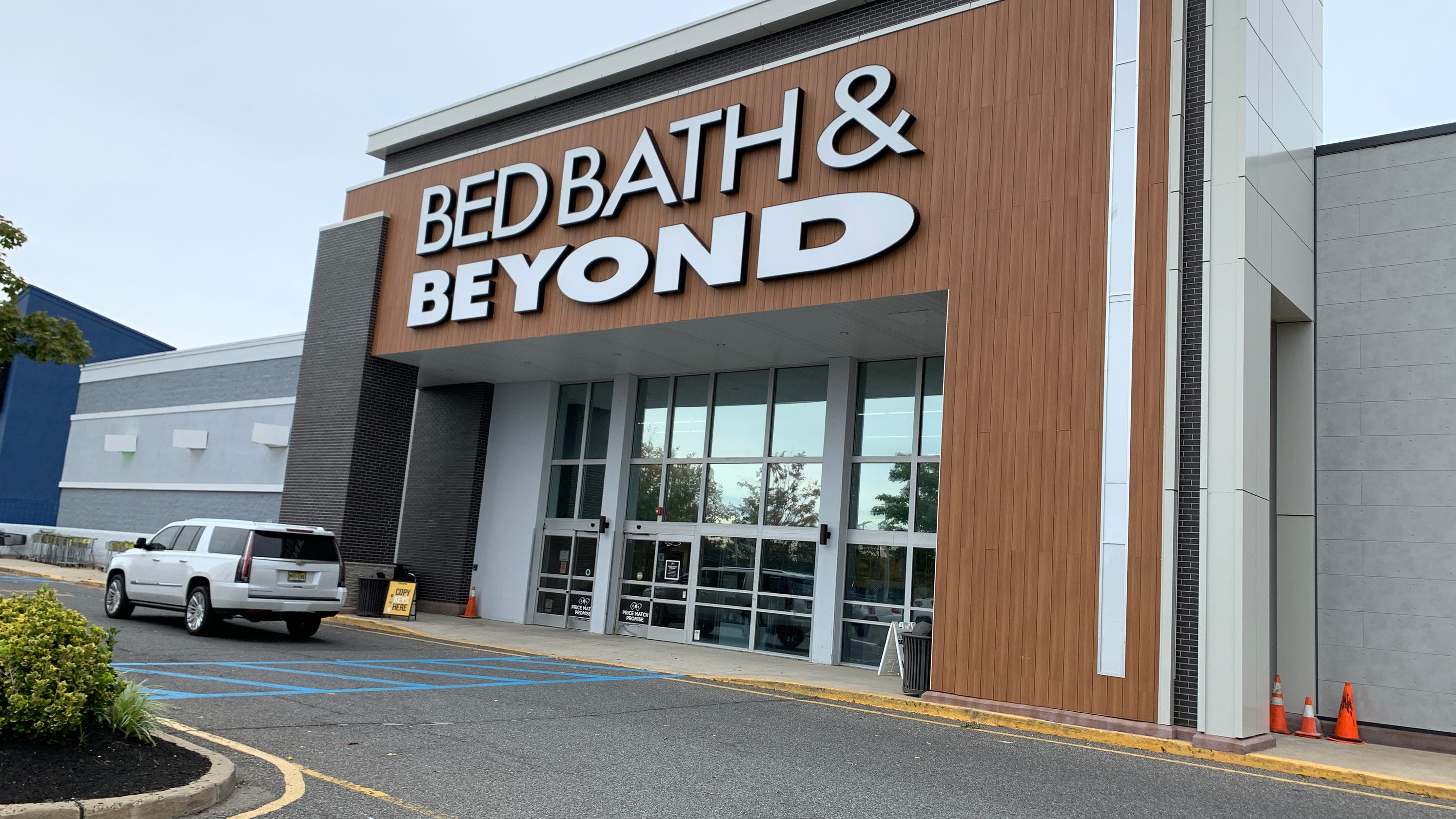 Miraculous Bed Bath Beyond Closing Stores But Has Dramatic Plans In Alphanode Cool Chair Designs And Ideas Alphanodeonline